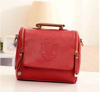 The 2014 British retro crown shield badge double zipper portable shoulder diagonal handbags package fashion for