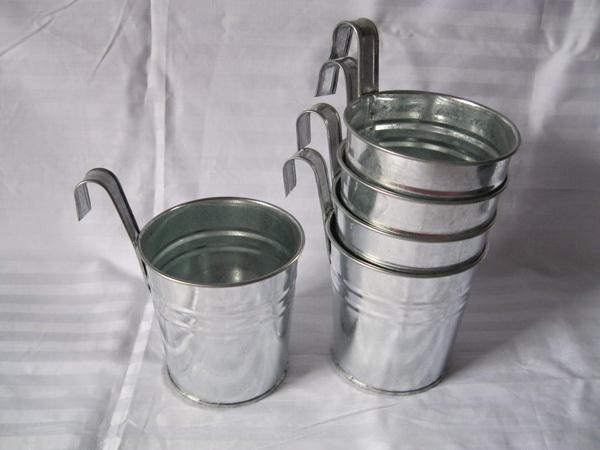 30 pcs / parede muito pendurado balde de zinco prateado cores metálicas de instalações Vasos Gancho plantador de suspensão do casamento Tub verticais varanda pot(China (Mainland))