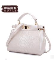 2014 summer new snake store pattern leather Shoulder Messenger bag portable handbag crocodile pattern white black mini- tote bag