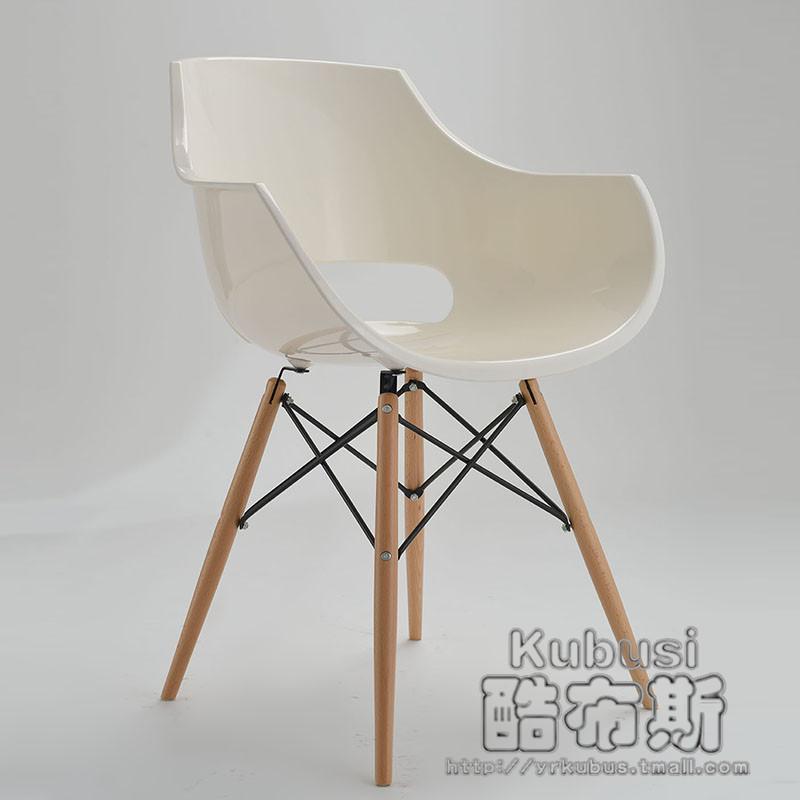 Madera maciza silla de comedor de moda minimalista moderna for Sillas de moda para comedor