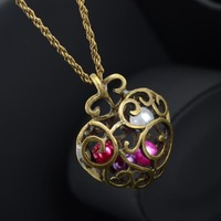 Vintage Heart Sweater Necklace Woman Hollow Carved Flower Heart Mixed Colors Pearl Pendant Sweater Necklace New Arrival