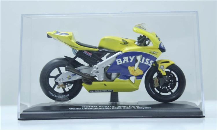 1/22 FreeShipping ITALERI DieCast metal motorcycle scale model HONDA RO211V team 2006 rider T.Bayliss(China (Mainland))