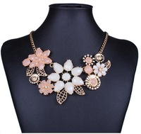 2014 trendy necklace lovely Europe and America Brand mental bright flower pendant&necklace