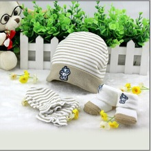 Manufacturers selling the infant shoes and hats gloves of three newborn baby gift box(China (Mainland))