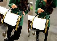 The new Korean version of the hit British retro black and white color bag fashion handbags shoulder diagonal package