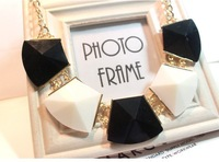 Hot-Selling luxury fashion  handmade  black and white Big box exaggerated accessories  necklaces for women Jewelry MD1142