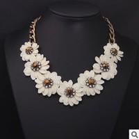 Free shipping!Fashion luxury elegant white flower rhinestone short necklace vintage female