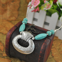 Hot Sell Antique Silver Metal Carving Flower Short Turquoise Pendant Necklaces For Women