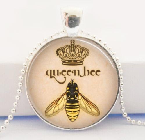 Queen Bee Necklace Entomology Honeybee Bumble Bee Diva Art Pendant(China (Mainland))