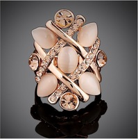 And the wind retro personality opal ring  Korean female forefinger trendsetter fashionable exaggerated gilt decoration