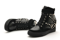Increased women's shoes within the punk rivet
