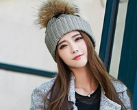 Free shipping Stylish Winter Hats knitted beanie fur hat Removable real Raccoon Fur Ball Top Fitted Apparel Accessories