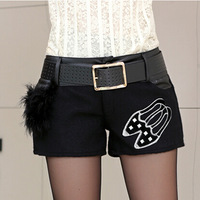 2014 new winter women's fashion wild thin woolen stitching PU leather shorts feminino casual boot shorts women saia