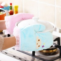 New Arrival 2pcs/lot Cartoon Lace Oven Gloves Heat Resistant Microwave Oven Kitchen Glove Mitts Hot Sale BFCF-201F