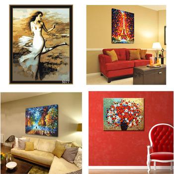 Картины маслом в рамке на стене