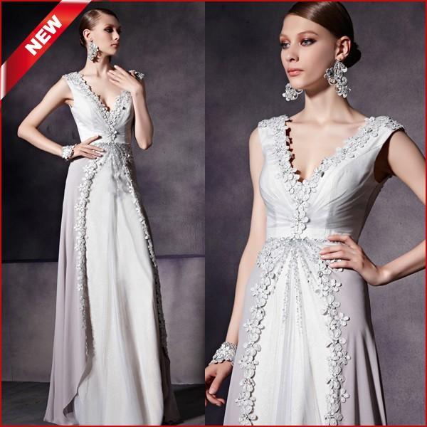 Vestido madrinha casamento prateado de Mila Kunis