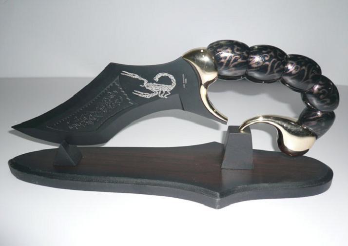 "S0124 DARK BLACK SCORPION CRAW HANDLE KNIFE SWORD W/ WOOD STAND PAINTINGS 17.8""(China (Mainland))"