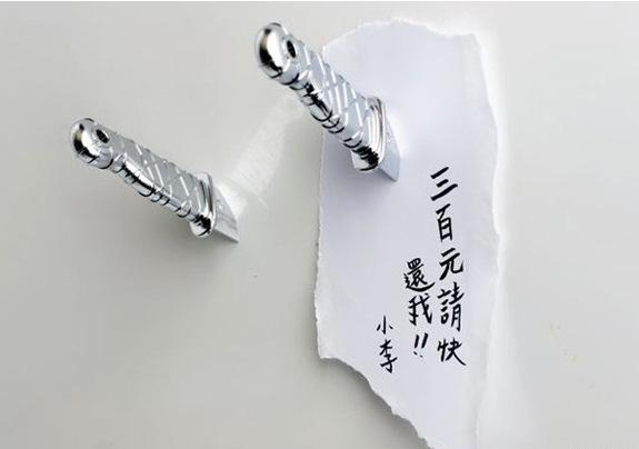 New 2Pcs / Set 3sets / lot baratos japoneses Ninja Faca de geladeira , novidade Espada Dagger envio imã adesivo grátis(China (Mainland))