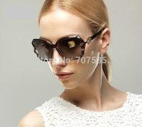 Wholesale fashion polarized women sunglasses from Italian designer anti-UV400 and frame structure