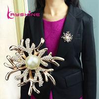 2014 New Design Jewelry Full Rhinestone  Flower Shape Fashion White Color Flower Brooch Christmas Gift