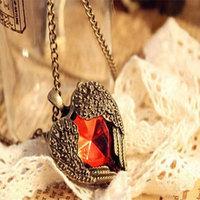 Fashion Women Vintage Heart Pendant Necklace Retro Ruby Heart Gold Plated Pendant Necklace Lady Long Love Heart Sweater Chain