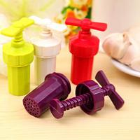 1PCS Plastic Ginger Garlic Manual Spiral Press Blenders Twist Crusher Kitchen Tool Free Shipping