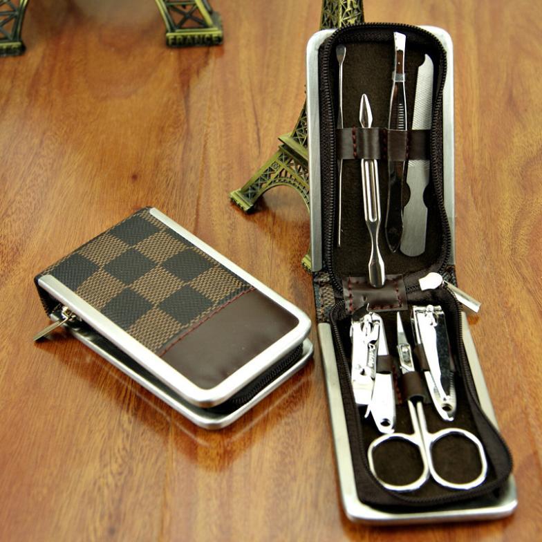 leather box 7pcs/set fingernail scissors nail art tool kit manicure pedicure Set Nail Scissors Grooming Kit Little Cosmetic Bag(China (Mainland))