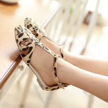 New Fashion Women shoes sandals Flat Sandals zapatos mujer Leopard Print T-Strap Buckle Fastening Sexy Shoes Flats(China (Mainland))