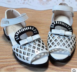 frete grátis o novo verão marca 2014 meninas amam sandálias de pequenos estaleiros rebites crianças sandálias da moda sapatos de grife 339a(China (Mainland))