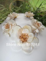 free shipping FLOWER POWER MID CENTURY NECKLACE MOTHER OF PEARL SHELL APRICOT CRYSTALS