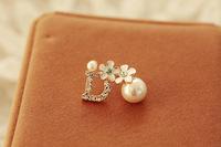 Daisy diamond stud earring quality pearl flower stud earring d letter fashion accessories