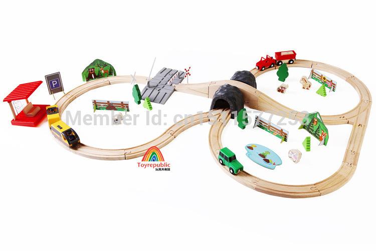 Thomas Wood Train Model with Track and Motor DIY Farm Theme Gas Station Theme Intelligence-Improved Diecast Cars&Model Vehicle(China (Mainland))