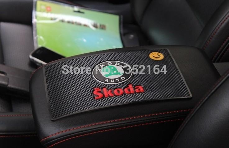 Коврик для панели в авто skoda octavia,  fabia, автомобильный коврик seintex 677 для skoda octavia