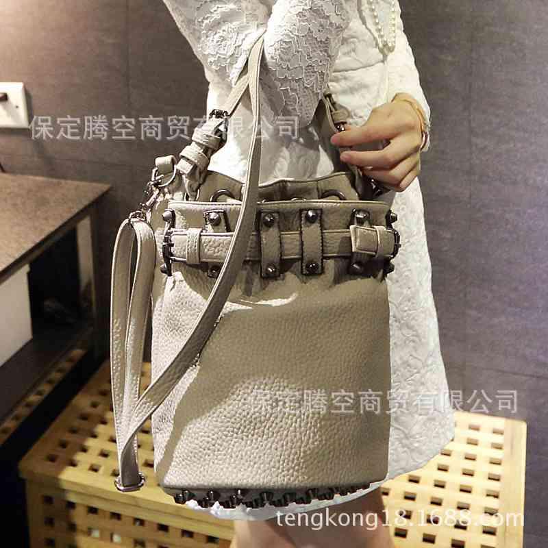 Free Shipping new style bag rivet washed leather fashion bag vintage Lady bag handbag 20141258239(China (Mainland))
