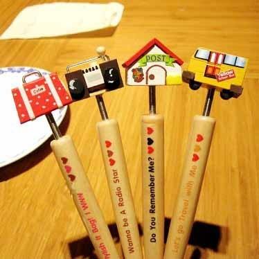 South Korean lovely wood pen / cartoon swinging head cartoon house pen / craft ball pen(China (Mainland))