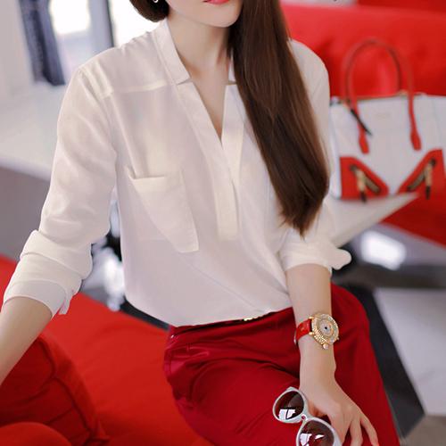 Свободного покроя v-образным вырезом белая рубашка красные штаны дамы костюм обрезанные брюки