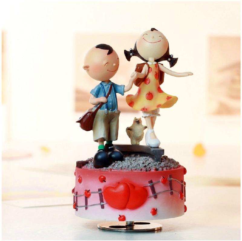 Пары предметы интерьера вращающихся музыкальная шкатулка музыкальная шкатулка украшения смолы куклы украшения , чтобы отправить его подруга друга подарок