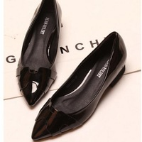 Spring 2015 new Korean version of British fashion red patent leather low-heeled pointed shoes shallow mouth flat shoes singles