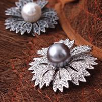 Cheap Platinum Plated Ladies Daisy Brooches High Quality Shell Powder Pearl Rhinestone Broach Fashion Accessories Beautyer XZ29