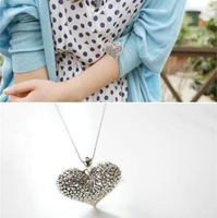 Popular Love Controlled Big Love Retro Hollow Carved Plump Heart Pendant Chain Choker Necklace