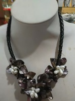 Exquisite three shell flower necklace. Free shipping.   A-546