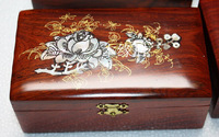 Bright red acid branch With shell jewelry box roses