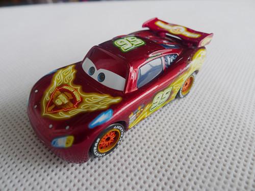 Pixar Cars Toon 1:55 Neon Lightning McQuen 95 Metal Toy Car Loose(China (Mainland))