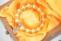 Simple imitation pearl bracelet Fashion Golden Alloy Charm Bracelet for best of women and children Bracelet best good
