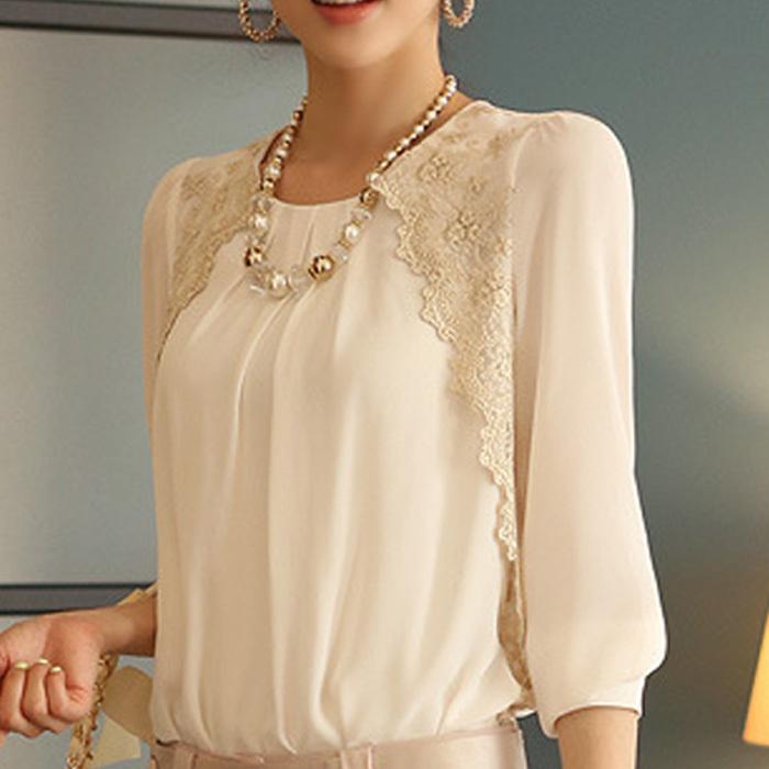 Кружева на рукавах блузы