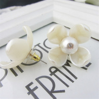 2015 New Fashion Women Stud Earrings Brand Design Floral Acrylic Pearl Stud Earrings for Girl 1Pair Free Shipping EA003