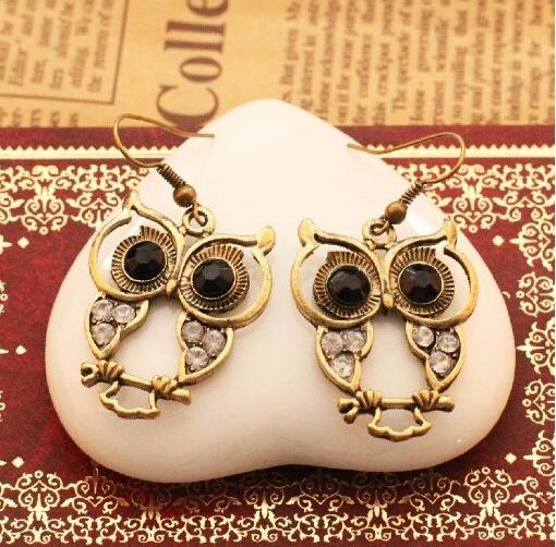 Free shipping New Arrival Fashion vintage style black gem eyes rhinestone owl Earrings jewelry for women Wholesale E124(China (Mainland))