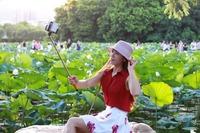 Self portrait Wireless Monopod Selfie Stick Pole Tripod Mount Camera and Remote Bluetooth Shutter Designed for iPhone 6 5.5 4.7