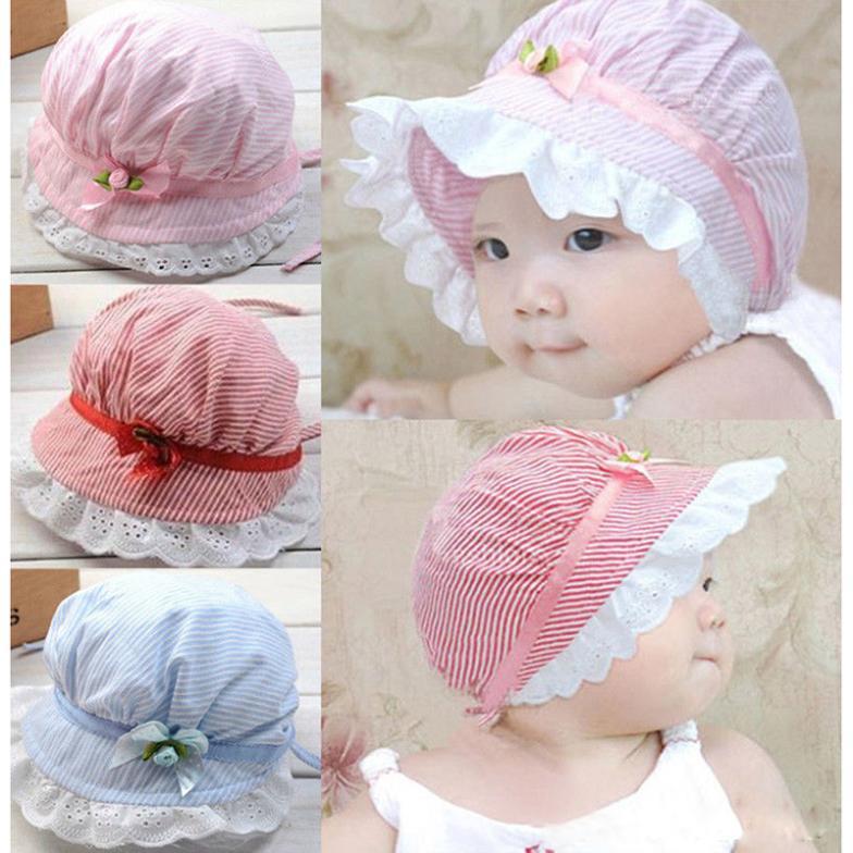 Детская шапочка с кружевами