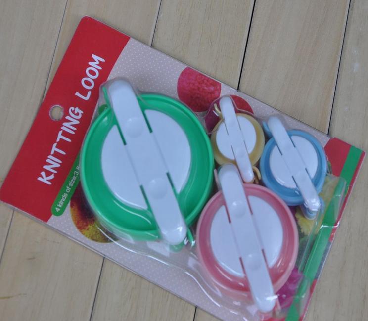 Wholesale 4pc/set 50set/lot Knitting Loom Ball DIY handicrafts Pompom Maker Fluff Ball Weaver Needle Craft loom NEEDLE-762103(China (Mainland))
